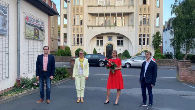 Kreisvorsitzender Norbert Schaub, Sabine Dittmar (MdB) und Tobias SChneider gratulieren Maren Schmitt zu ihrer Wahl zur Vorsitzenden